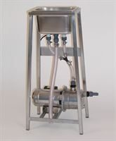 Twin nozzle rinser/steriliser sink with pump